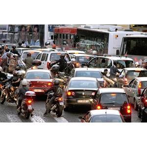 traffico roma impazzito inaugurazione mega store