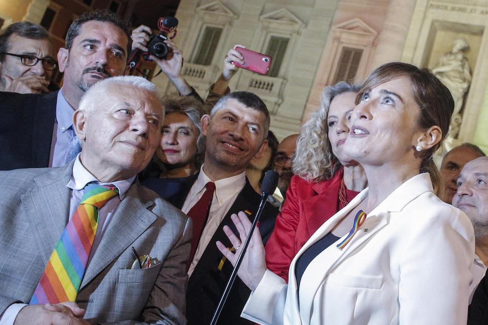 Maria Elena Boschi e Ivan Scalfarotto durante i festeggiamenti per l'approvazione del ddl Cirinnà, Roma 11 maggio 2016(ANSA/GIUSEPPE LAMI)