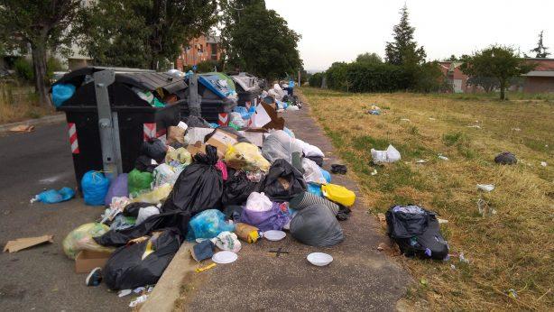 Roma - discarica nei pressi di una scuola